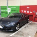 Benoit et sa Tesla de passage au Rabelais à Fontenay-le-Comte